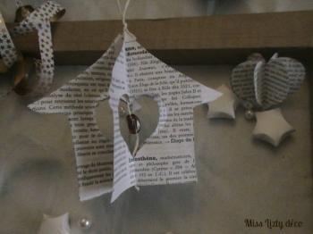 Pour réaliser cette petite maison,Je me suis inspirée d'une jolie idée dénichée sur le blog de Michele Pacey ( michele made me) que j'ai modifiée....